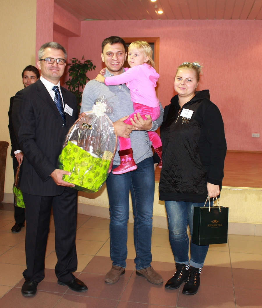 Игорь Уфимцев и Ольга Шапечко с семьей