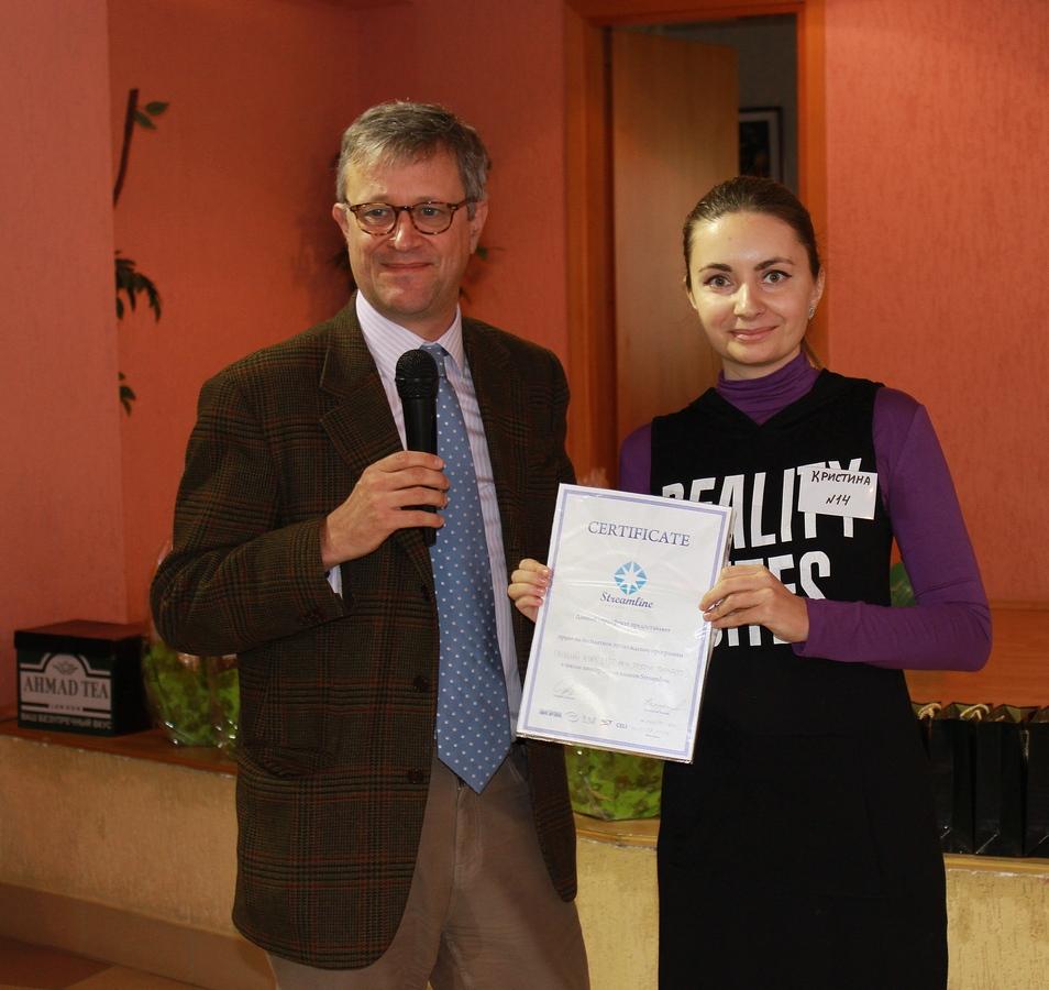Посол Великобритании в Республике Беларусь Брюс Бакнелл и представитель Анны Сапрыкиной- Кристина